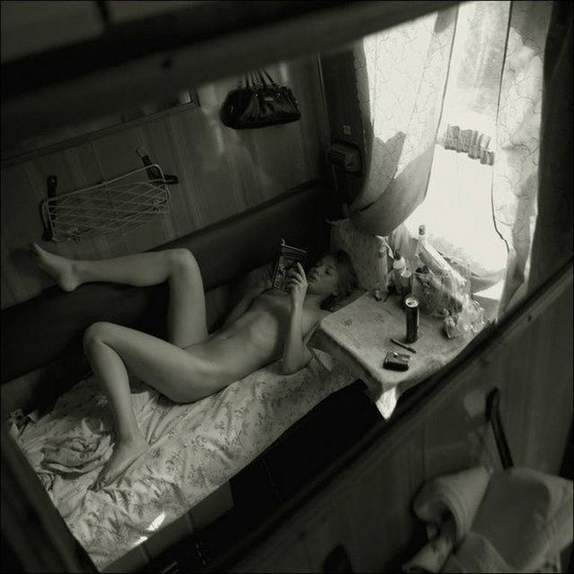 Проводницы и пассажирки в эротических соло в поездах